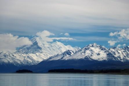 Mount Cook (der mit den Wolken vor der Spitze)