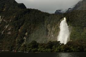 und schon der erste beeindruckende Wasserfall